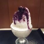 雪ノ下 - ブルーベリー氷   牛乳の氷の中に練乳アイス