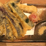 72413796 - 夏野菜天盛うどん(夏野菜天+いわし天) ¥1,000 の夏野菜天+いわし天