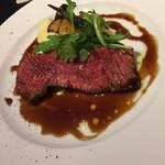 72414350 - メイン肉料理は牛サガリのステーキ、マッシュポテト添え(^∇^)