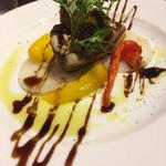 72414351 - メイン魚料理はメジマグロのグリルをバルサミコのソースで。温野菜添え(^∇^)