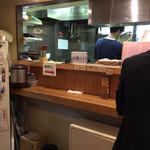 ゆず屋製麺所 - 店内は狭小です