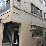 本の読める店 fuzkue - このビルの2F