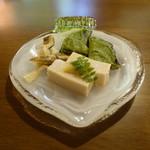 洛雲荘 - これもかなり市販のものみたいな味だった。