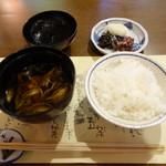 洛雲荘 - 汁物とご飯と漬物