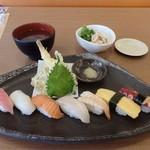 すし官太 - 料理写真:おすすめランチ(全景)
