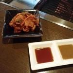にく家 牛円 - キムチとタレ