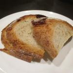 ビストロ ヌー - 自家製のパン
