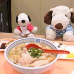 どうとんぼり 神座 - 神座のラーメンはスープが独特だし好き嫌いが分かれると思うけど、 ボキはこの白菜と豚肉の家庭的なテイストが大好きなんだ。 キューズモールフードコートに神座がオープンしてくれて、 とっても嬉しいです。