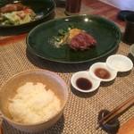 72426809 - 牛フィレステーキ、ご飯、味噌汁、漬物