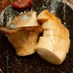 赤身とホルモン焼 のんき - 長野県産ジャンボエリンギのステーキ