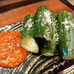 赤身とホルモン焼 のんき - かち割りきゅうり 鶴橋味噌付き
