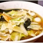ほん田 - 五目ウマにソバ 600円 香ばしい醤油スープにシャキシャキ中華餡。安定感のある美味しさに溢れた一杯です♪