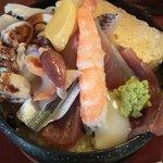銀寿司 - お昼ちらし\900