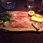 72431704 - 燻製トロトロチーズ美味しい〜♪超薄切りレースのようなペルシュウ