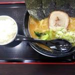 麺屋 ももすけ - 料理写真:横浜豚骨醤油に半ライスで880円