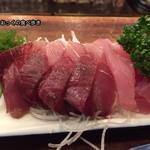魚三酒場 - いなだ刺身(サービス品)