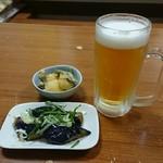 居酒屋 紅葉 - 料理写真:生ビール、お通し