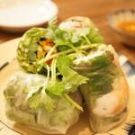 ヨヨナム - 生春巻 サイゴンスタイル(450円)と季節野菜の生春巻 アーモンドソース(450円)