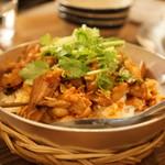 ヨヨナム - 鶏肉とキノコと蓮根のレモングラス混ぜご飯~レモングラスチリオイル添え~(1500円)