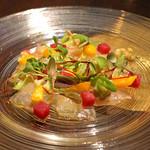 ブルーノート東京 - イサキのカルパッチョ 夏野菜のサラダ仕立て ライムのジュレ添え