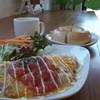 カフェ コンフィーネ - 料理写真:メキシカンミートとチーズオムレツ&ベーグル