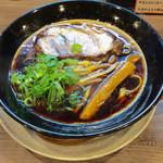 金久右衛門 - 「大阪ブラック」(太麺、720円)。