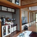 そば家やまき - 食事処の居間