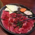 72445769 - 焼肉定食(ランチ)                       お肉は薄めではありますが14〜15枚と食べ応えあり。