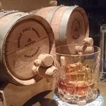 NOLA - このウイスキーは最初は透明ですがこの樽で熟成して琥珀色になるみたいです