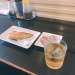百飲 - 雷ハイボールとほっけ焼きと鴨スモーク(各100円)