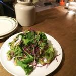 グリージョ - ランチのサラダ。ぱりぱりとして美味しかった。ゴマドレでした♪