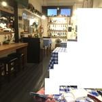 サコロッケ - 内観1 素朴ながら、キラキラしていて、こだわりのワインやインテリアが並ぶその空間は、来る人を魅了します☆ 2017/07/30