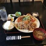 山田食堂 - 茶碗が小さい…