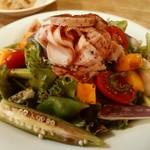 ヴィアンド - 鶏むね肉とイチジクのサラダ