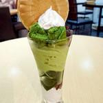 茶願寿cafe - 料理写真:抹茶をふんだんに使ったオリジナルパフェ!サクサクの最中もアクセントになっています。