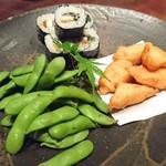 魚料理 ぎん - お通し(さつまあげ・海苔巻き・枝豆)