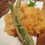 魚料理 ぎん - 小エビと玉蜀黍のかき揚げ