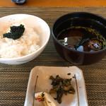 日本料理 花野江 - ご飯の上には海苔の佃煮
