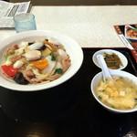 山泉楼 - 料理写真:中華丼980円