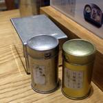 おだし東京 - 卓上の調味料たち