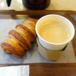 breadworks - パンオショコラ250円、コーヒー320円