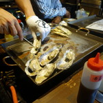 かき殻荘 - 蒸し牡蠣ハーフ972円