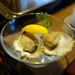 かき殻荘 - 真牡蠣2種1,080円 知内、厚岸