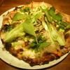 ピッツェリア ヴィラマーゴ - 料理写真:窯でこんがり太陽キャベツとグリルド鴨とみずみずしいちんげん菜にたっぷりの山菜をのせた山かけ水牛クリームソースピッツァ