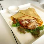 バタープレミアム - 照り焼きチキンとスクランブルエッグのクレップ