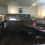 すずの木カフェ - 柔らかな光の店内