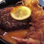 小さな厨房 - 有頭海老フライとハンバーグステーキ