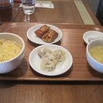チャイナ厨房 Ting Tang Tang - 料理写真:せいろ以外が先に来ます(温度ちょっとヌル目)。