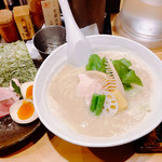 Ginzakagari - 鶏白湯SOBA 大 \1050 + 特製仕様 \300