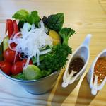 たまな食堂 ナチュラル シフト ガーデン キッチン - たまなガーデンサラダ